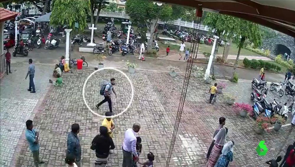 Primera imagen de uno de los terroristas de Sri Lanka momentos antes de los atentados