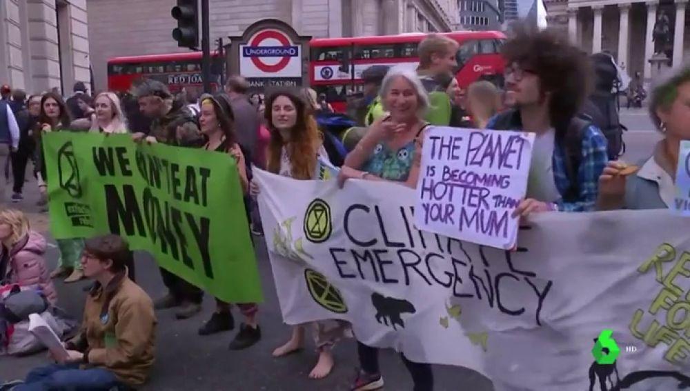 Los activistas medioambientales culminan sus protestas en Reino Unido con más de 1.000 detenidos