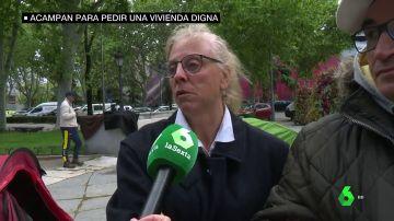 Joaquina vive en la calle junto a su familia desde hace un año