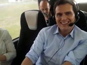 """El lado más 'relajado' de Rivera en campaña: """"En Rentería son muy 'efusivos'"""""""