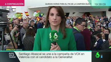 """Abucheos y gritos de """"fuera, fuera"""" a una periodista de laSexta durante un acto de Vox en Valencia"""