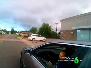 Dos agentes agreden brutalmente a una mujer que había huido de un accidente de tráfico en Alabama