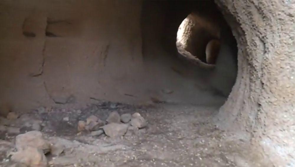 Así es el interior de la cueva donde el padre de Tenerife asesinó a su mujer y a su hijo