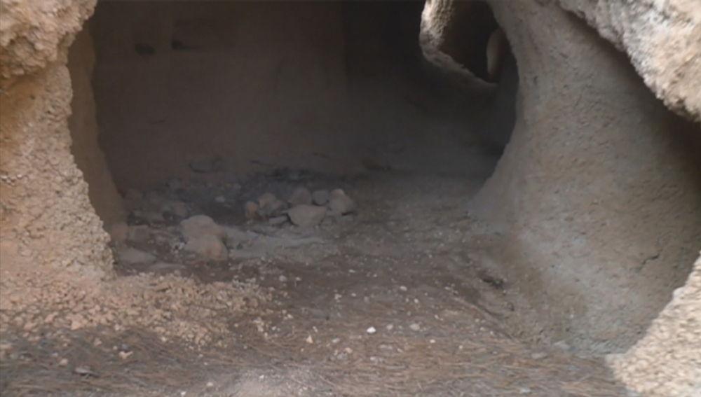 Interior de la cueva del crimen de Tenerife
