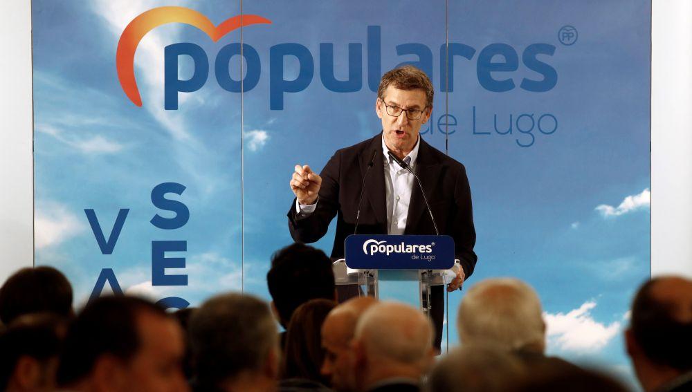 El presidente de la Xunta, Alberto Núñez Feijóo (c), visita Lugo y participa en un mitin-comida en Vigo antes de asistir al cierre de campaña del PP en Madrid para arropar al candidato a la presidencia del Gobierno, Pablo Casado