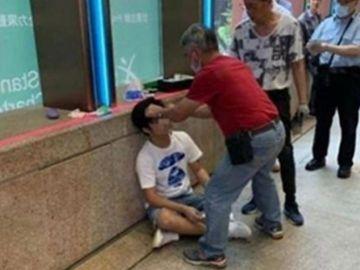 Imagen del joven agredido tras gritar spoilers de 'Avengers: Endgame' a la salida de un cine en Hong Kong
