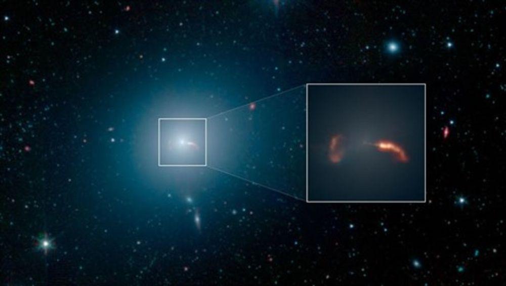 Imagen de la galaxia gigante alrededor del primer agujero negro