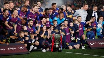 El Barça festeja la Liga en el Camp Nou