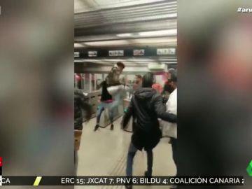 Las imágenes de la brutal pelea entre jóvenes y vigilantes del metro de Barcelona