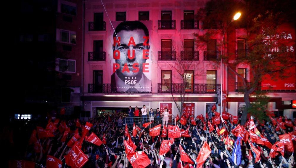 Celebración en Ferraz tras la victoria del PSOE en las elecciones generales