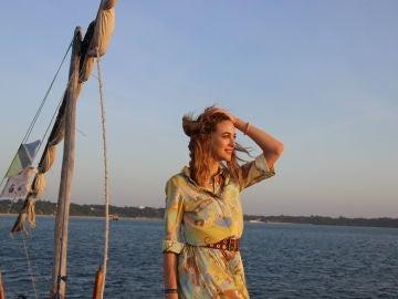 Marta Hazas en medio del mar en Zanzíbar