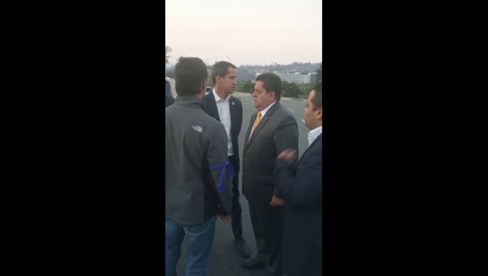 Guaidó y Leopoldo López reciben el apoyo del diputado de Acción Democrática Edgar Zambrano