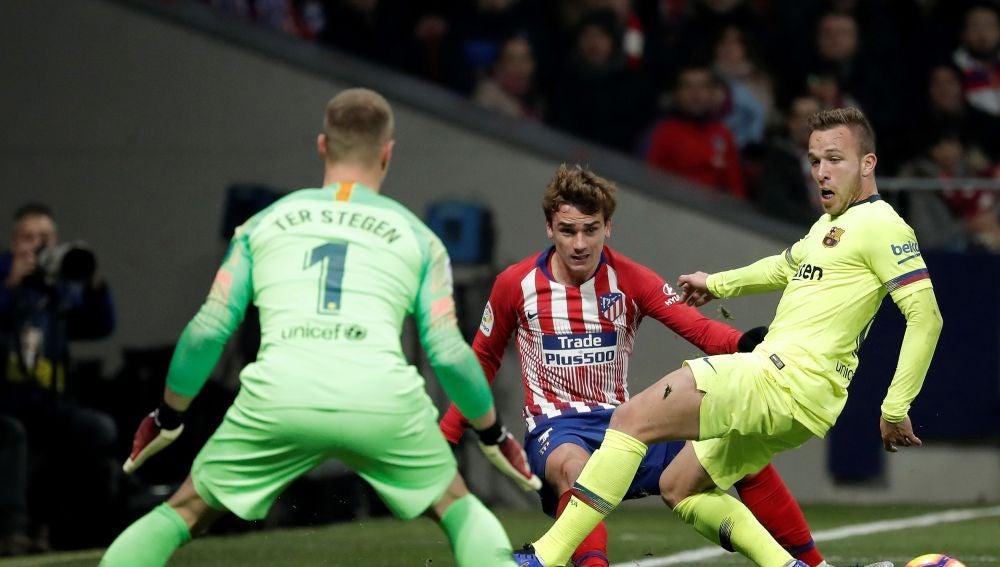 Griezmann, en acción contra el Barcelona