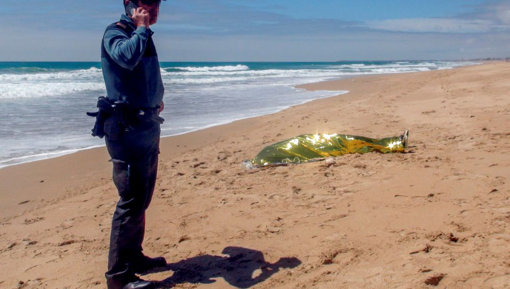 El cadáver del menor en la playa de El Palmar