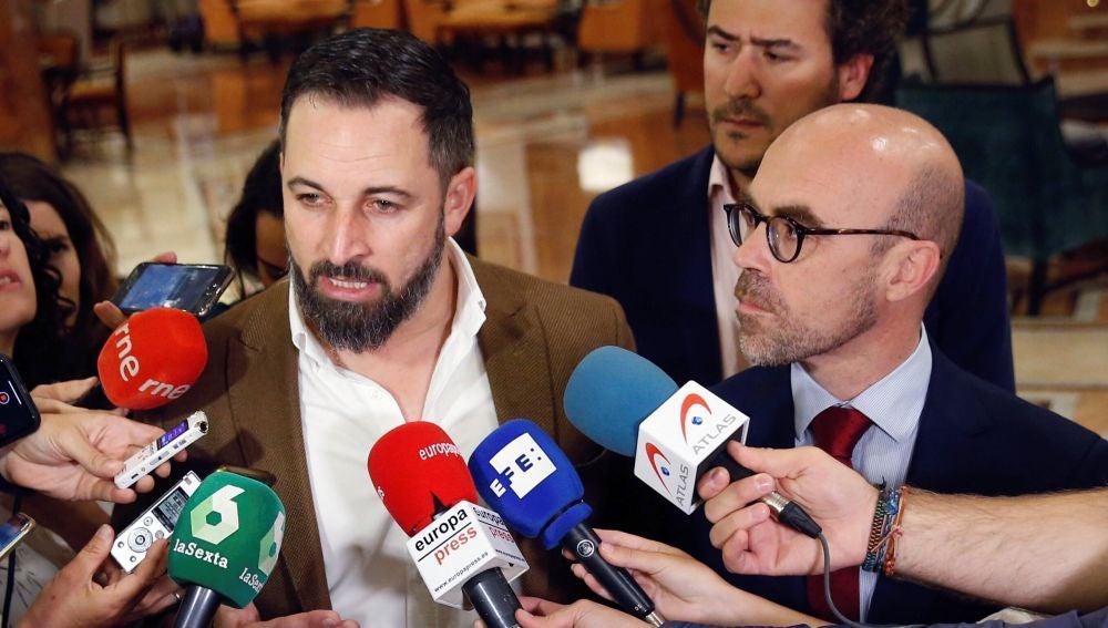 El líder de Vox Santiago Abascal, realiza declaraciones junto al cabeza de lista al Parlamento Europeo, Jorge Buxadé