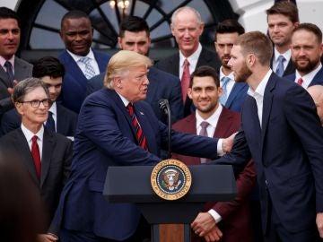 Donald Trump recibe a la plantilla de los Boston Red Sox