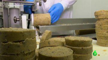 Equipo de Investigación se adentra en la primera empresa de tradición cárnica que lanza una línea 'veggie': producen 1.500 hamburguesas vegetales a a la hora
