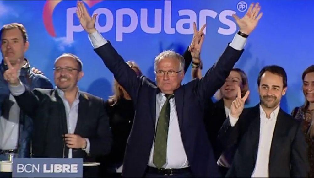 La curiosa puesta en escena a lo espartano de Josep Bou (PP) en el arranque de campaña en Barcelona