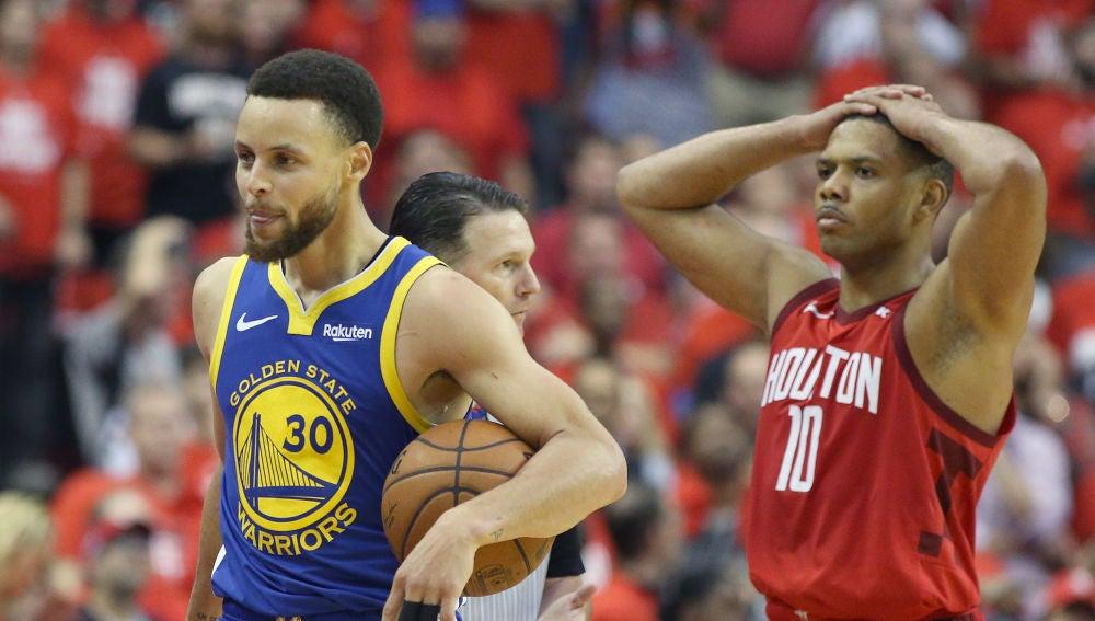 Curry celebra la victoria contra los Rockets
