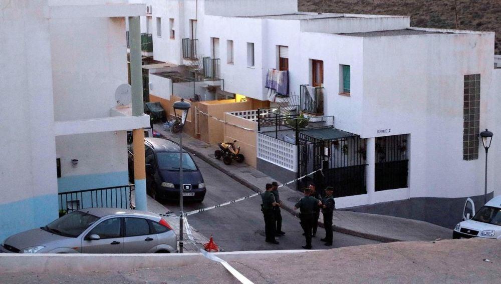 Exterior del lugar del tiroteo en Gádor, Almería