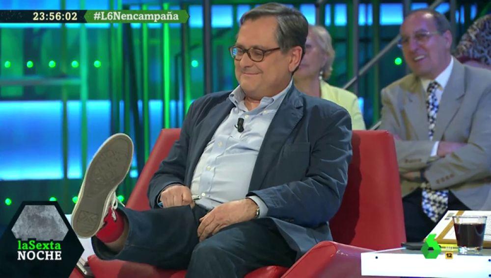 Marhuenda cumple su palabra y luce en laSexta Noche los calcetines con el rostro de Pedro Sánchez