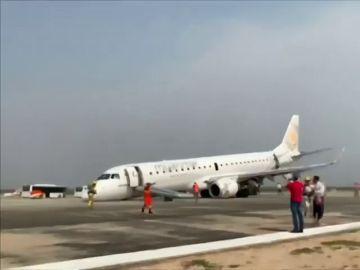 Un piloto salva la vida de 89 personas gracias a un aterrizaje de emergencia en Birmania