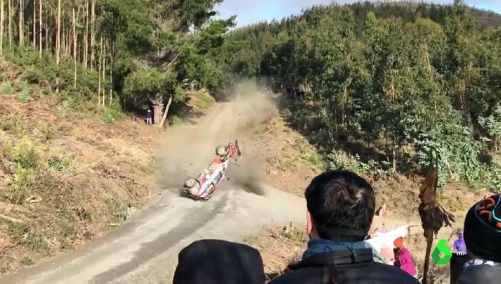 Terrible accidente de Neuville en el rally de Chile: da hasta seis vueltas de campana