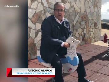 De subirse a caballito a tirarse al mar: los surrealistas vídeos de los políticos canarios para conseguir el voto