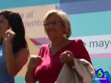 Manuela Carmena junto a Clara Serra