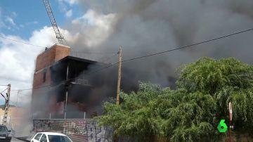 Encuentran 20 bombonas de butano en el edificio okupado arrasado por el fuego en Ibiza
