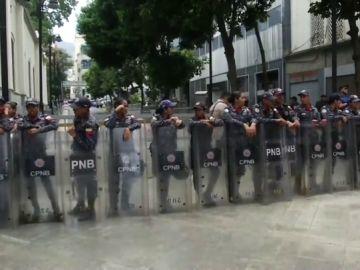 La Policía bolivariana bloquea el acceso al Parlamento por una supuesta amenaza de bomba