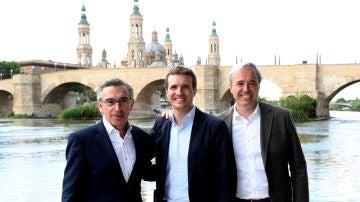 El líder del PP de Aragón, Luis María Beamonte, a la izquierda de la imagen
