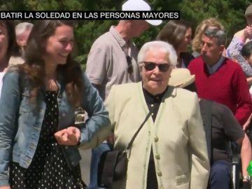 Ada Colau anuncia 50 millones de euros para luchar contra la soledad de los ancianos