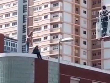 La pareja atrincherada en un edificio de Gran Canaria
