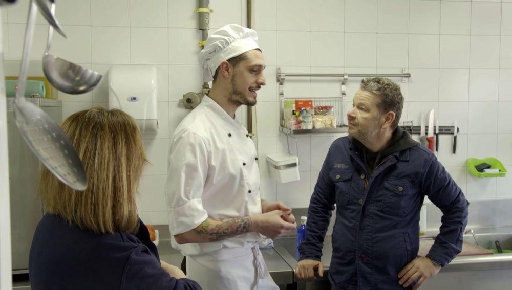 Alberto Chicote habla con Víctor, cocinero de un centro de Educación Especial