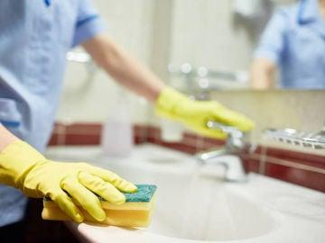 Imagen de archivo de una empleada doméstica.