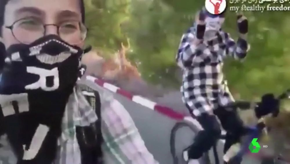Un fiscal iraní prohíbe a las mujeres ir en bici por ''incitar al libertinaje''