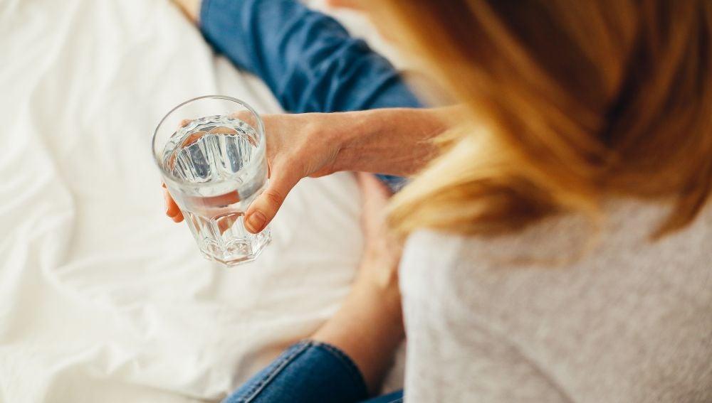 Prácticas sencillas como beber agua ayudan al organismo a eliminar sustancias nocivas