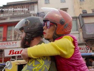El hijo de Ágatha Ruiz de la Prada sorprende a su madre en la India