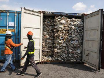 Malasia devolverá 3.000 toneladas de plástico no reciclable a sus países de origen.