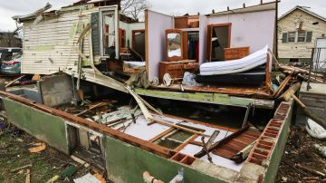 Al menos una persona ha muerto por varios tornados que han azotado en las últimas horas distintas partes del estado de Ohio.