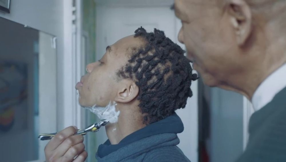 El emotivo anuncio de Gillete que muestra a un chico transexsual afeitándose por primera vez