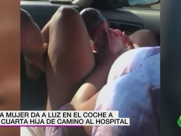 Sorprendentes imágenes: una mujer da a luz a su cuarta hija en un coche que iba a toda velocidad al hospital