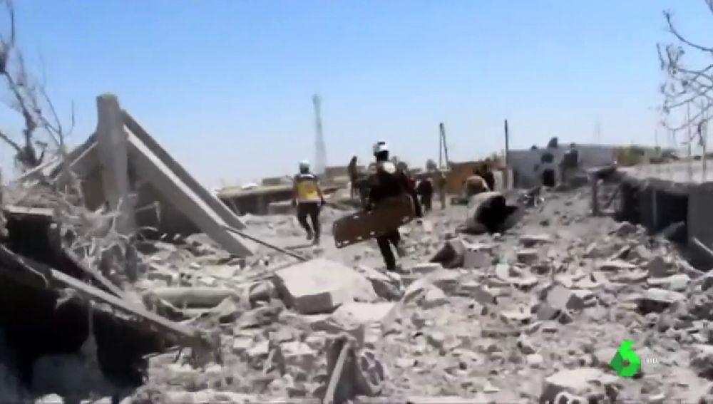 Las duras imágenes de la guerra de Siria: al menos 30 civiles, entre ellos 13 niños, muertos en bombardeos en la región de Idlib