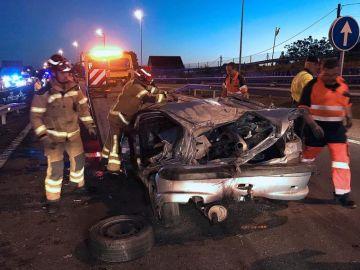 Estado en el que quedó el coche accidentado en Vigo