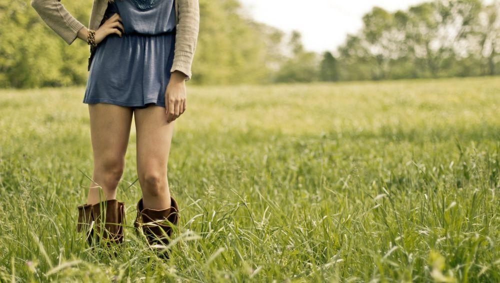 Imagen de una mujer con falda