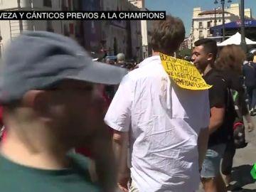 La Plaza Mayor se transforma por la Champions: sin sillas y sin mesas, pero con mucha cerveza e ingleses buscando entrada