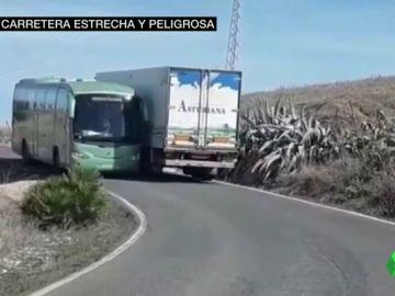 Denuncian el peligro en una carretera de cinco metros sin arcén