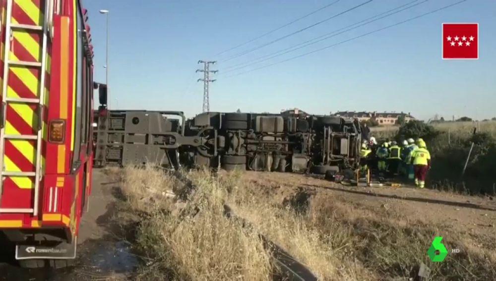 Herido grave un hombre de 44 años tras volcar el camión tráiler que conducía