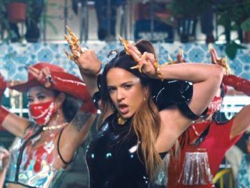 Rosalía en su nuevo videoclip 'Aute Cuture'